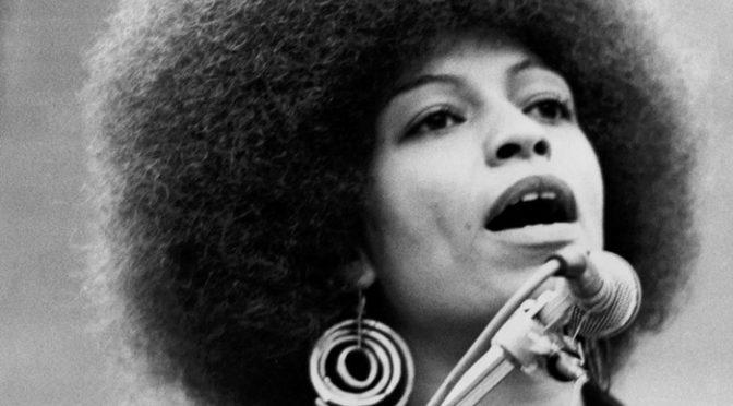 'Mulheres, raça e classe' de Angela Davis: a emancipação anticapitalista das mulheres negras