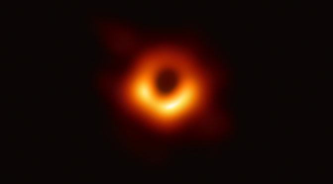 A contribuição dos buracos negros para a teoria da relatividade geral