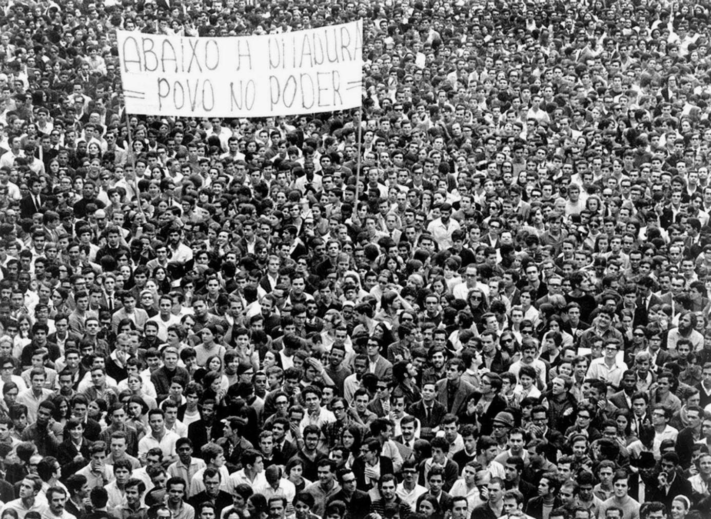 Democracia: crise e possibilidades
